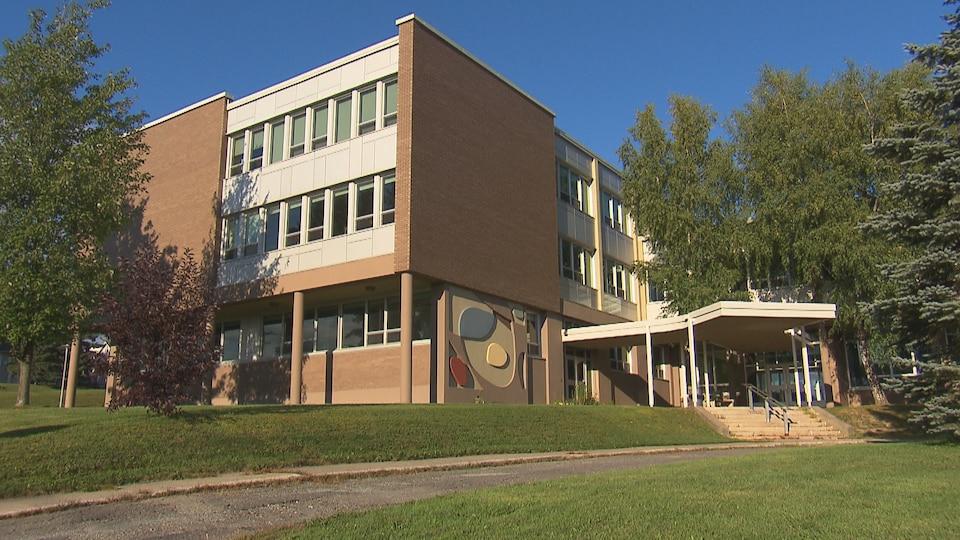 L'extérieur de l'école de la Montée à Sherbrooke