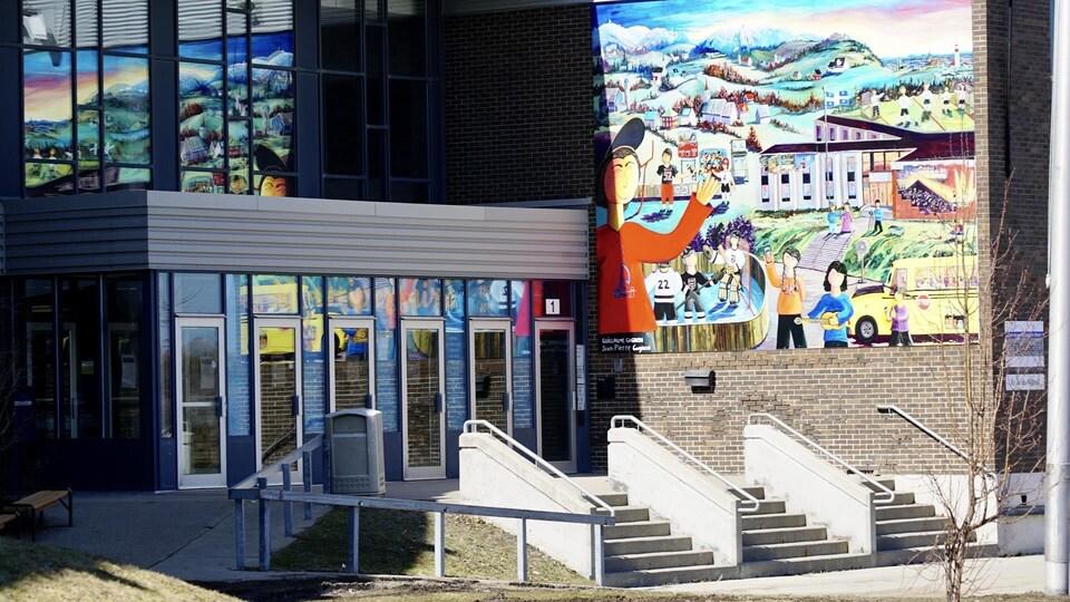 L'extérieur de l'école secondaire du Mistral de Mont-Joli.