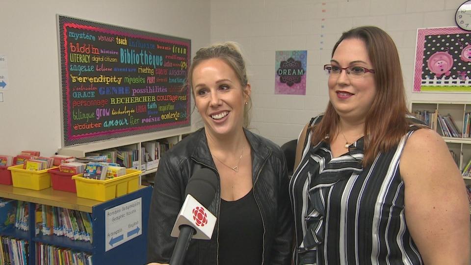 Stéphanie Dufour-Jerrett et Natalie Mitchell, enseignantes de maternelle et de première année à l'École St. Mary à Regina.