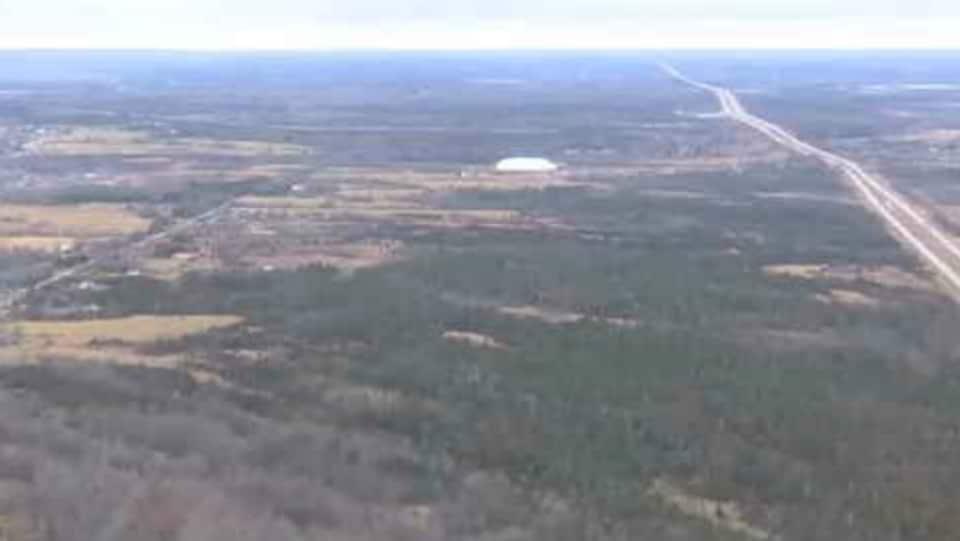 Capture d'écran d'un terrain vague prise depuis une vue aérienne.