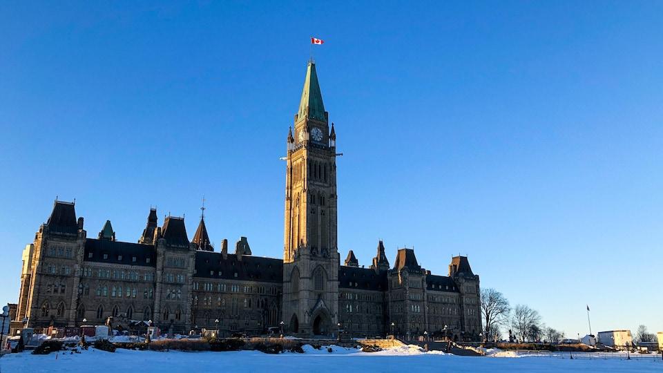 L'édifice du Centre du Parlement, à Ottawa, en hiver.