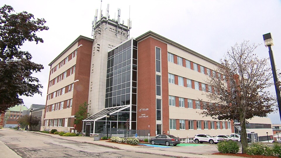 L'édifice Jules-A.-Brillant de Rimouski, où plusieurs employés de Telus travaillent.