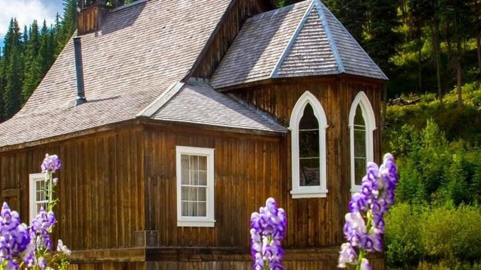 Une église en bois à Baskerville.