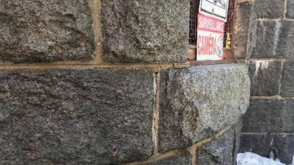 Plan rapproché d'un mur de pierre