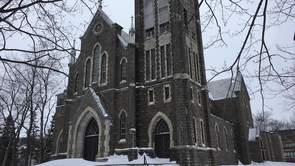 L'église de l'extérieur en hiver