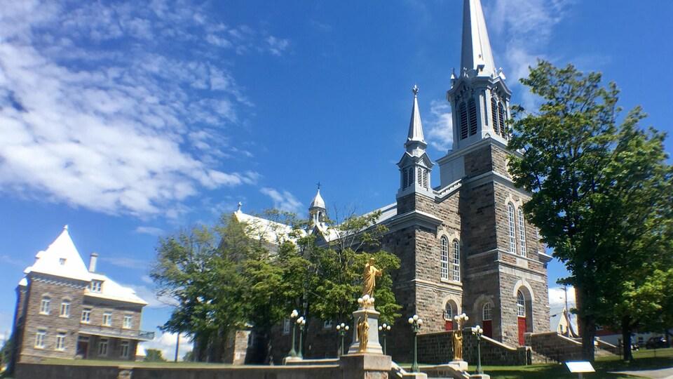 Le projet de convertir l'église Saint-Francois-Xavier de Rivière-du-Loup en centre culturel est toujours à l'étude.