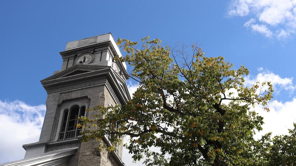 Le clocher décapité de l'église Saint-Sauveur, à Québec.