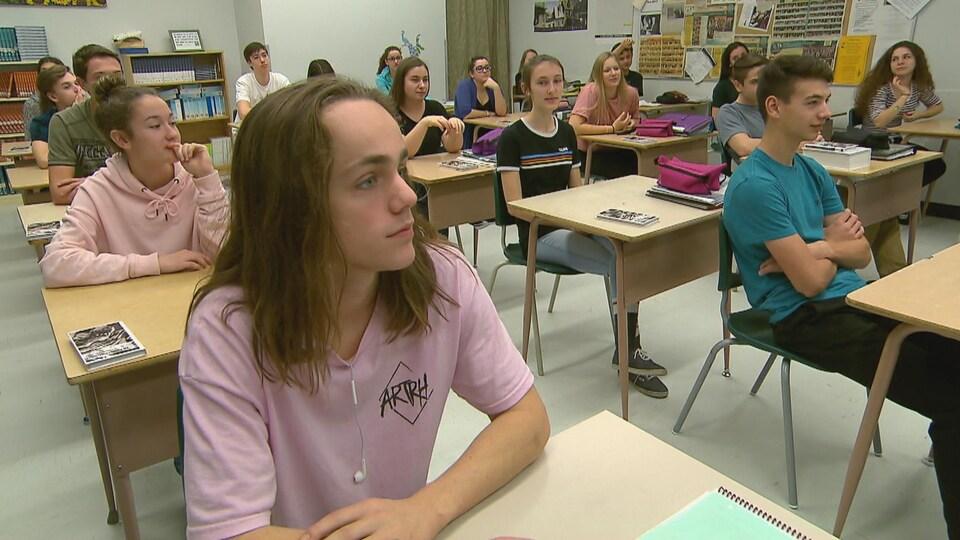 Des élèves assistent à un atelier sur le consentement sexuel à l'école secondaire de Rivière-du-Loup.