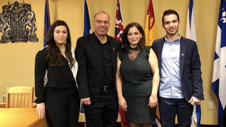 Elias Elaneh et sa famille lors de sa cérémonie de citoyenneté canadienne.