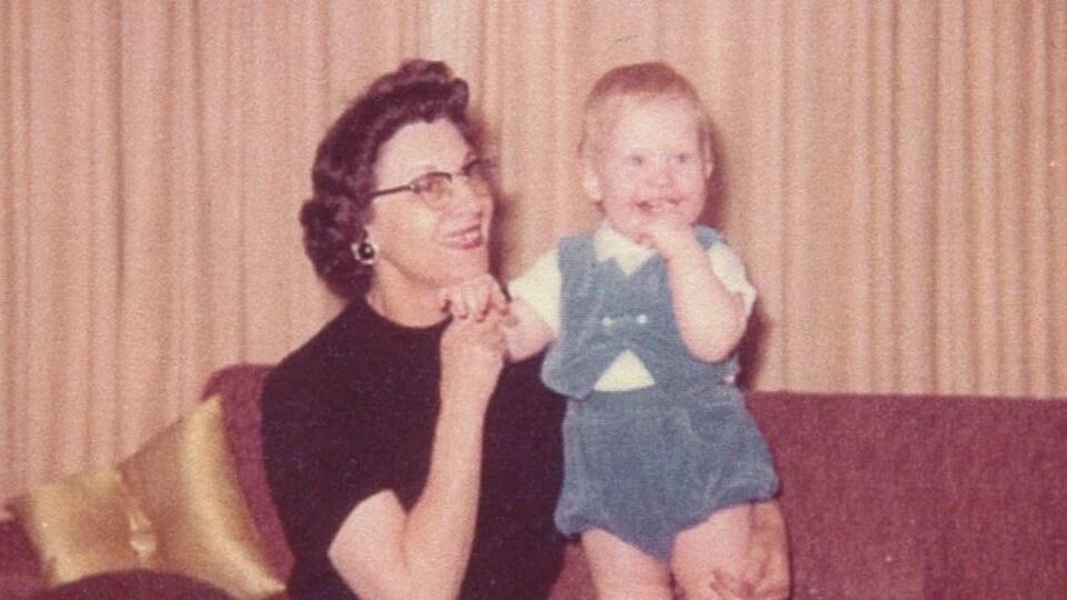 Ellen Gibb avec son petit-fils en 1960
