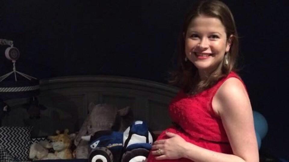 La jeune femme Éloïse Dupuis enceinte de plusieurs mois