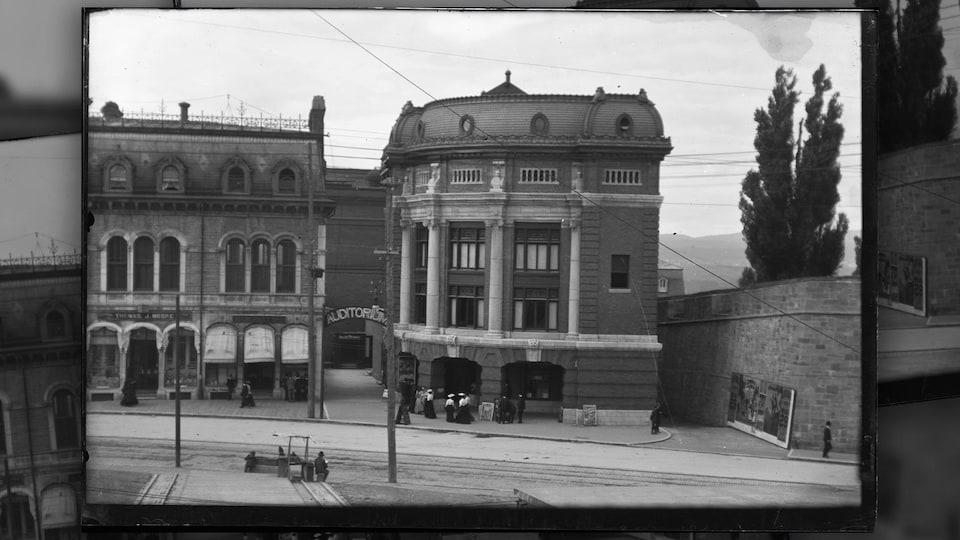 L'auditorium au début du 20e siècle. Cet édifice est désormais le Capitole.