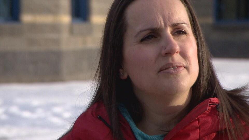 Elle explique que l'absence du directeur a créé des inquiétudes au sein des élèves, surtout chez les plus vieux.