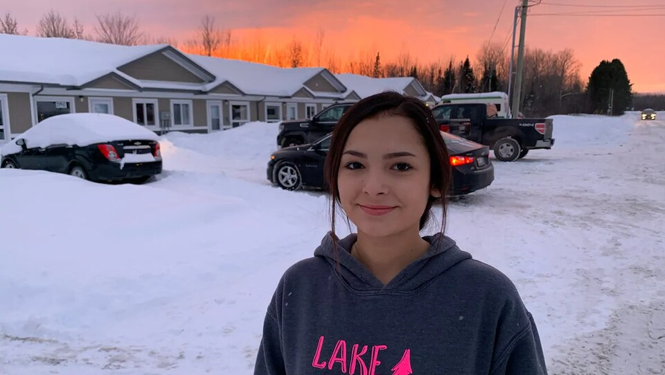 Emma Bruyere à l'extérieur en hiver.
