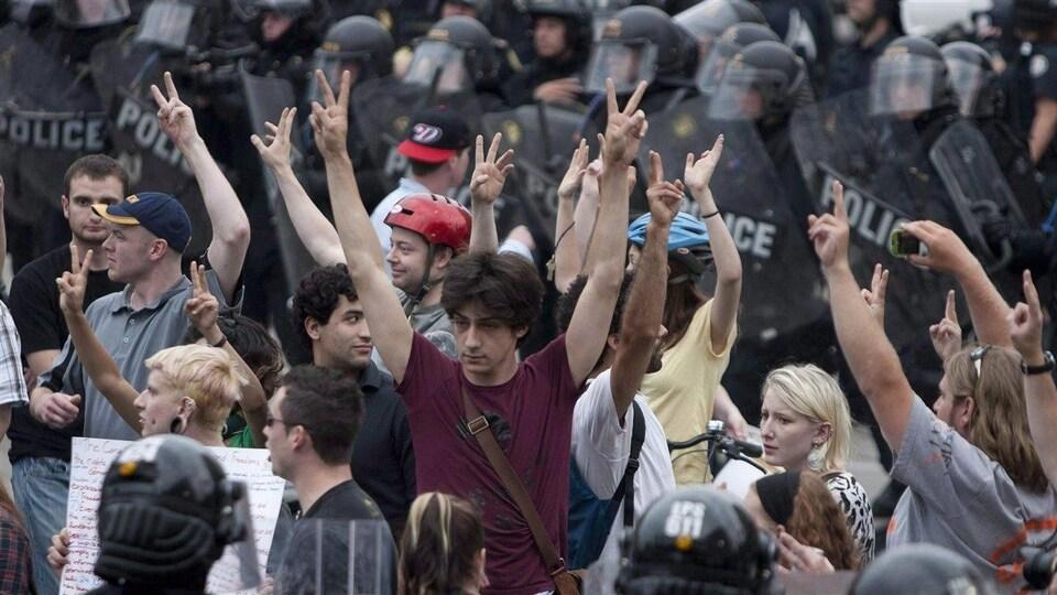 300 manifestants et passants ont été encerclés par la police le 27 juin 2010 lors du sommet du G20 à Toronto.
