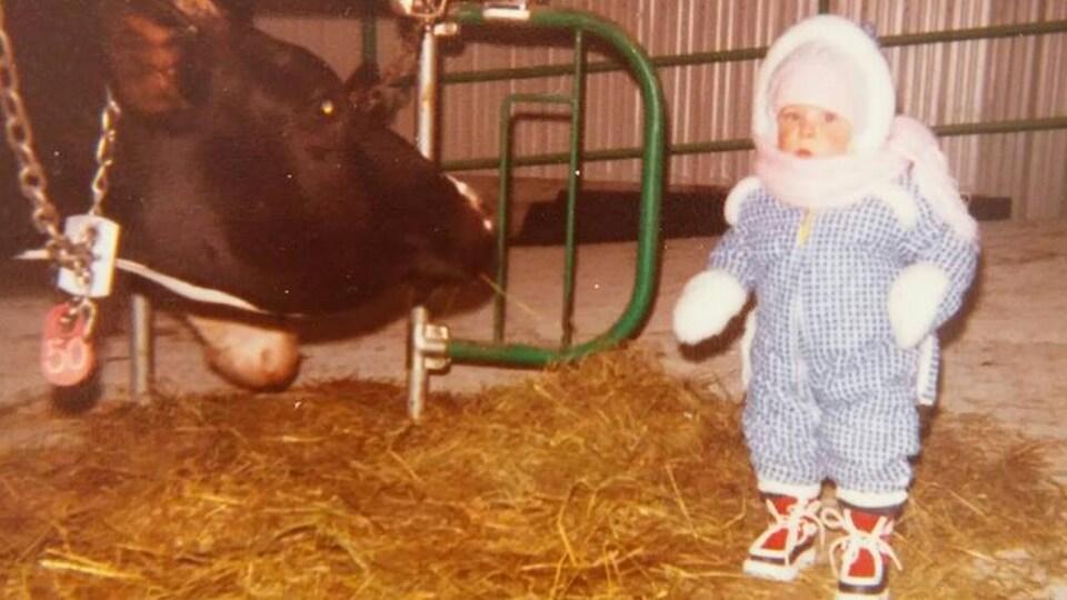 Un enfant et une vache