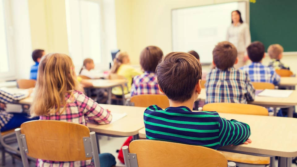 Des élèves dans une classe.