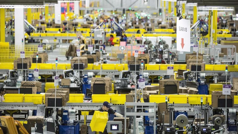 Un entrepôt d'Amazon.