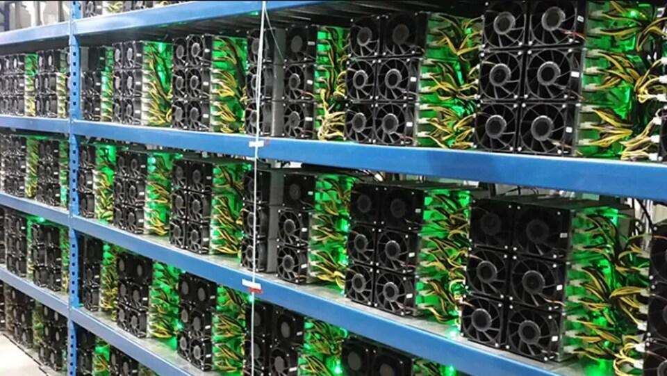 Installations pour faire du minage de cryptomonnaie.