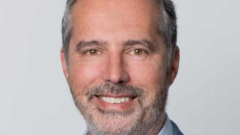 Éric Cardinal, vice-président Stratégies et relations publiques autochtones chez Acosys Consulting Services et professeur de droit à l'Université de Montréal