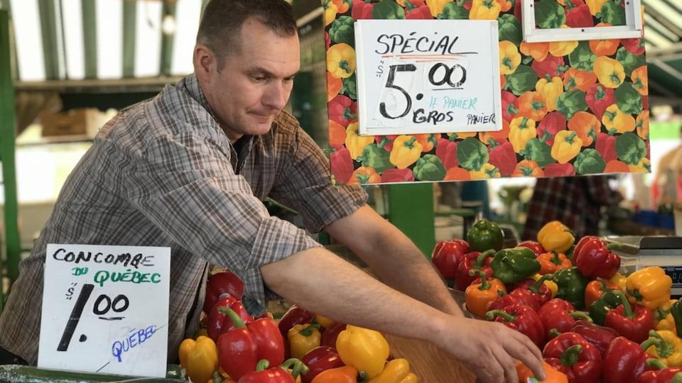 Éric L'Écuyer, maraîcher, présent au marché depuis plus de 40 ans.
