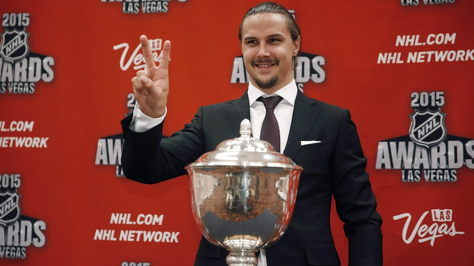 Ottawa Senators' Erik Karlsson poses with the James Norris Memorial Trophy after winning the award at the NHL Awards show Wednesday, June 24, 2015, in Las Vegas. (AP Photo/John Locher)