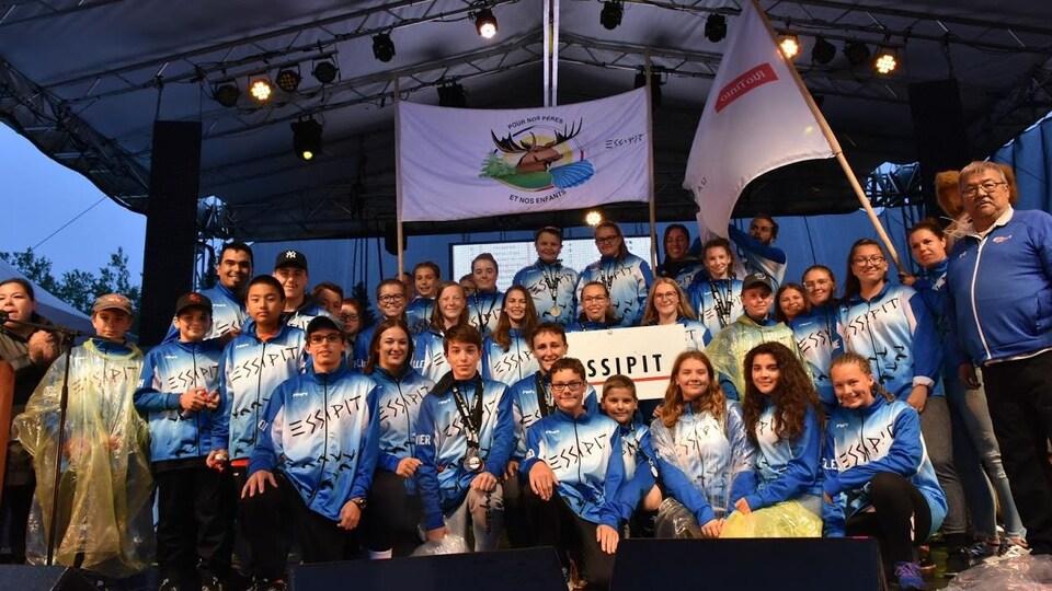 Les athlètes d'Essipit sur scène.