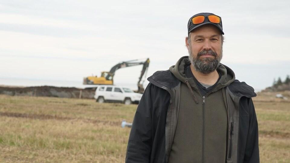 Étienne Bachand sur le chantier du marais.