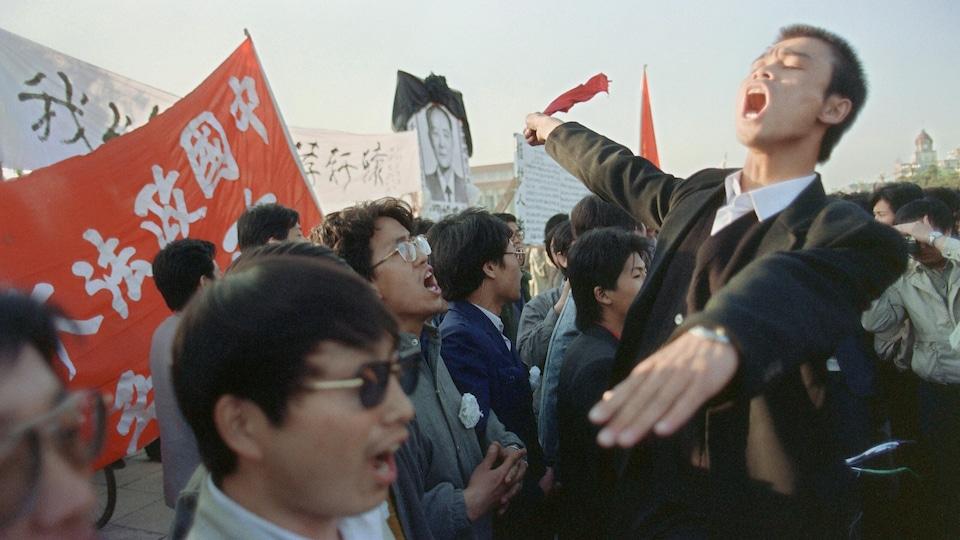Des étudiants manifestent.