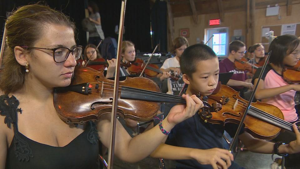 De jeunes musiciens de tous les horizons sont rassemblés au Kamouraska