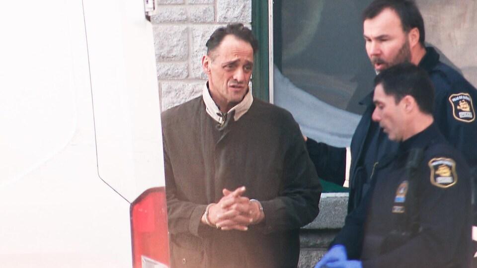 Eustachio Gallese à la sortie de la centrale de police Victoria, à Québec.