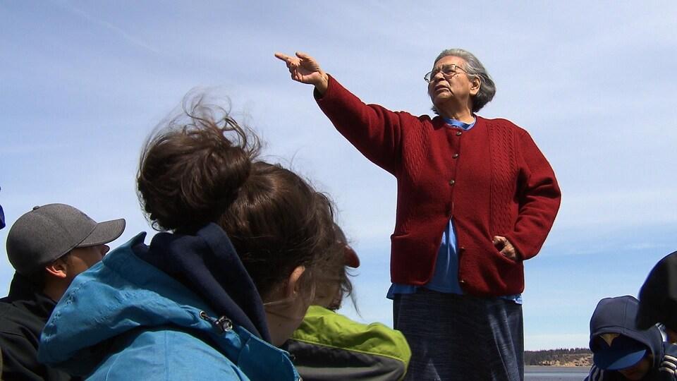 Évelyne St-Onge a parlé aux jeunes de l'école Monique-Proulx samedi matin.