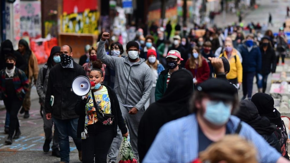 Manifestation durant la COVID-19, à Seattle.