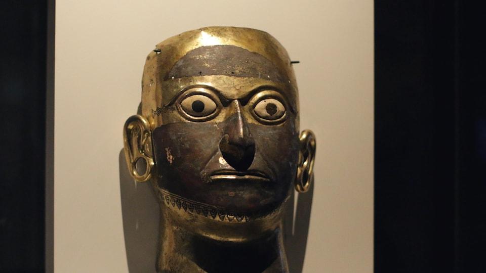 Un masque funéraire de roi faisant partie de l'exposition « Les Incas... c'est le Pérou! », présentée au musée Pointe-à-Callière à Montréal.