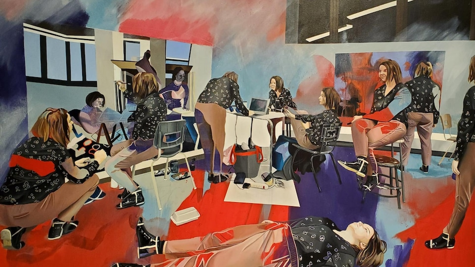 Une peinture représentant des jeunes femmes travaillant dans un bureau. L'une d'entre d'elles est couchée sur le sol.