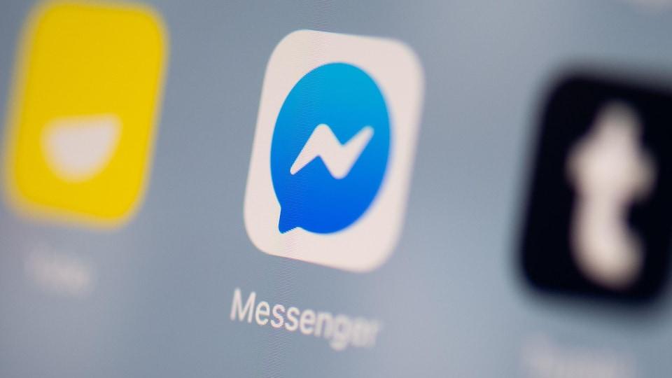 Le logo de l'application Facebook Messenger sur un écran de téléphone.
