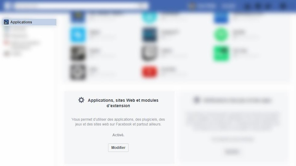 Une capture d'écran montrant le menu « Applications » de Facebook dont une grande partie est floutée pour ne laisser visible que la boîte « Applications, sites Web et modules d'extension ».
