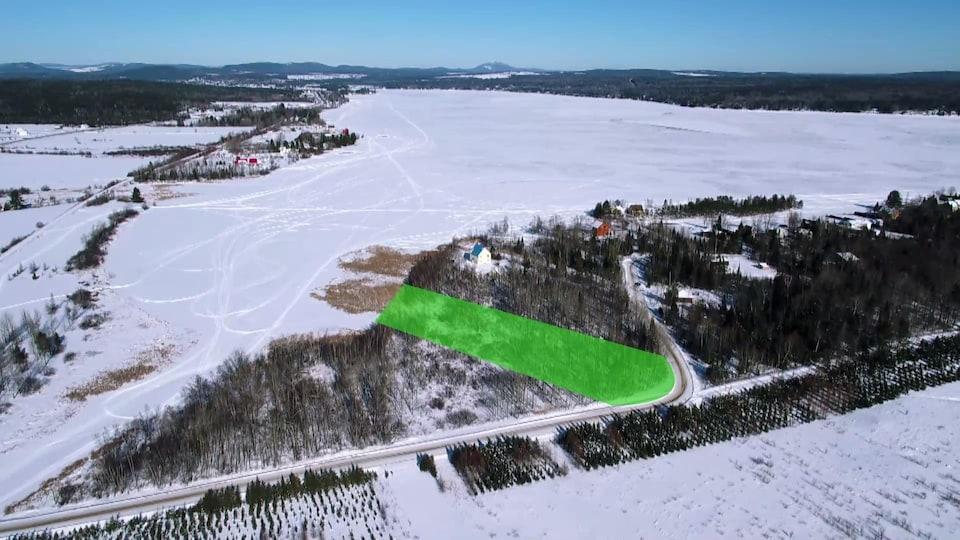 Plan aérien du secteur, avec les délimitations du terrain.