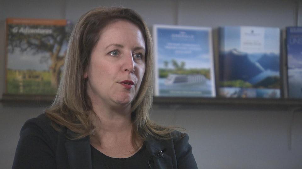 La propriétaire de l'agence de voyages Niche Travel Group, Faith Sproule, en entrevue télévisée.