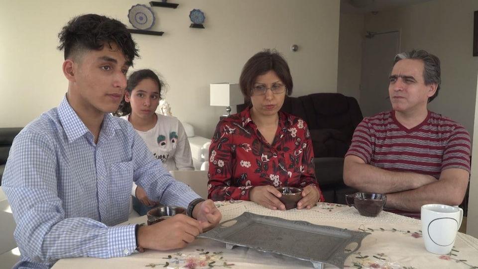 Amir, sa jeune soeur et ses parents