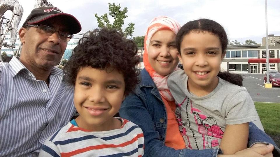 Zakia Khender, Hicham Louridi et leurs enfants, Safaa et Sami