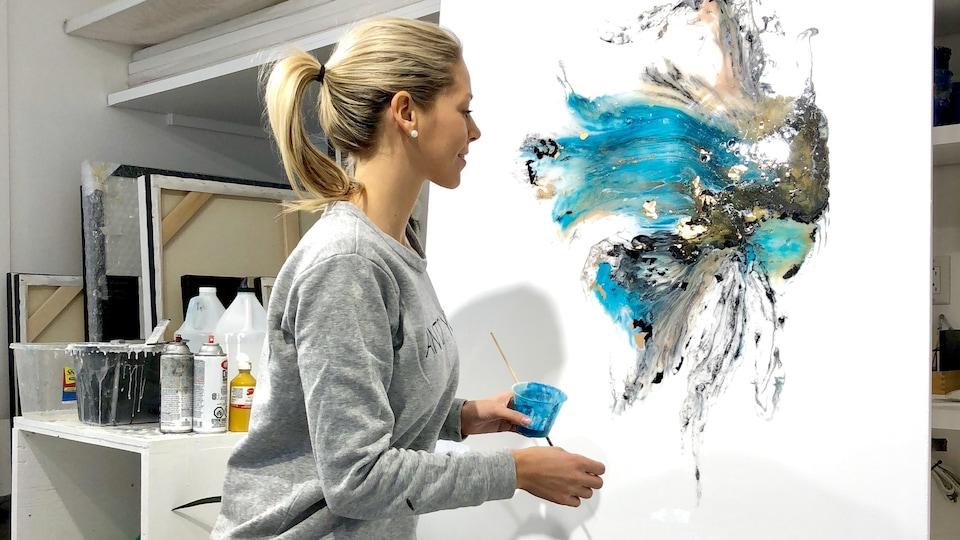 L'artiste Fanny Rice dans son studio.