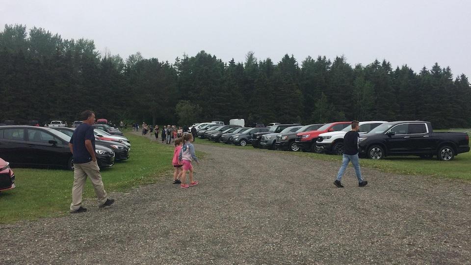 Des visiteurs au Festival de l'auto