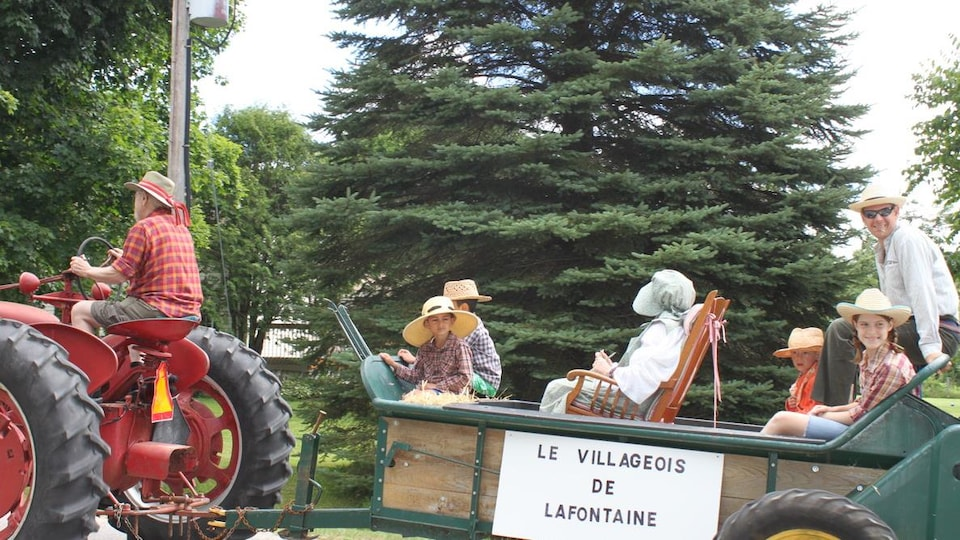 Des tracteurs au Festival du loup de 2016