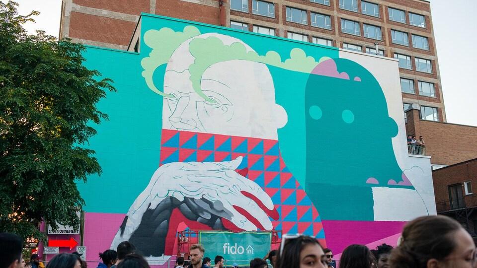 Festival Mural 2018, boulevard Saint-Laurent, à Montréal, murale principale par Michael Reeder, commanditée par Fido.