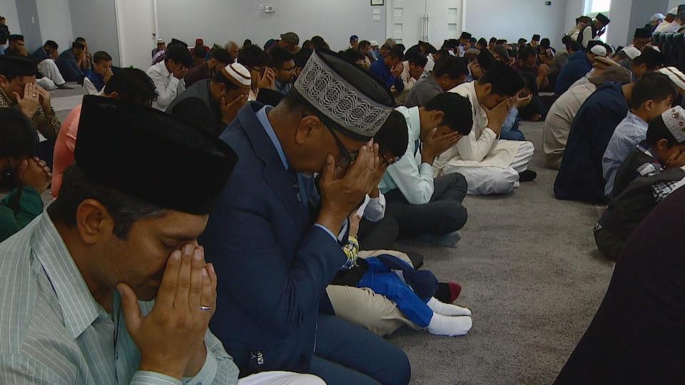 Des musulmans qui prient