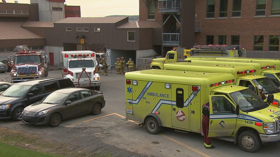 Ambulances et camions de pompiers
