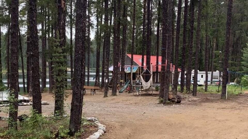 Un camping en pleine nature.