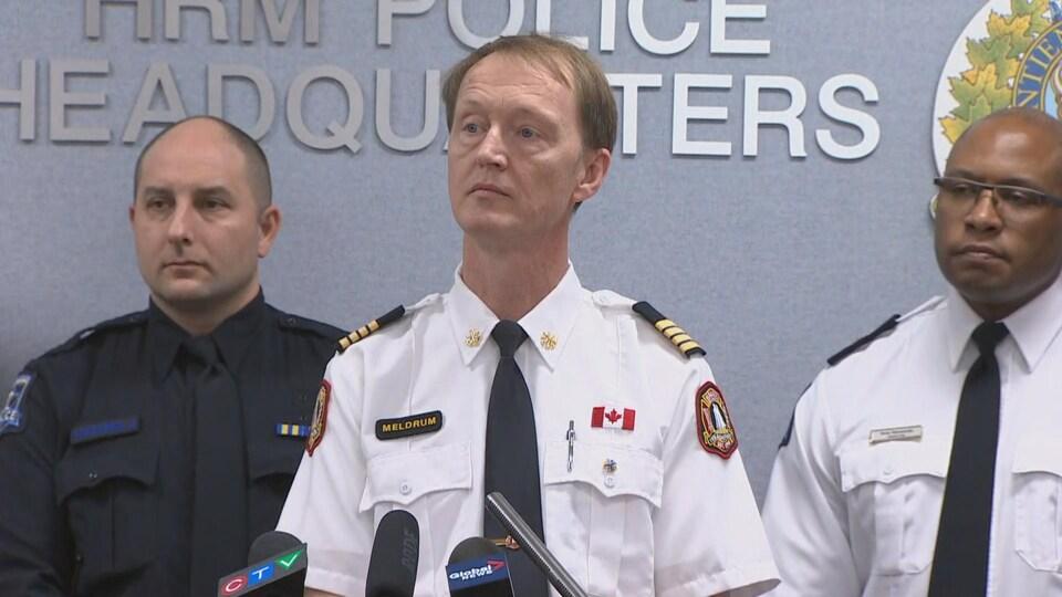 Les autorités ont fait un point de presse mardi à 13 h pour informer les médias de comment avance l'enquête.