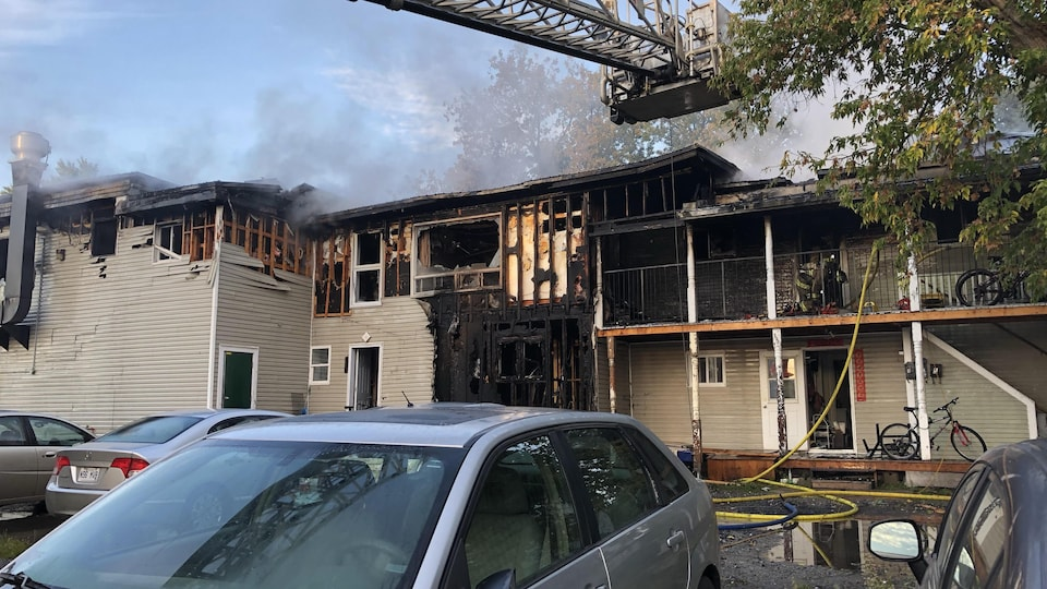L'arrière du bâtiment où on retrouve les appartements incendiés.